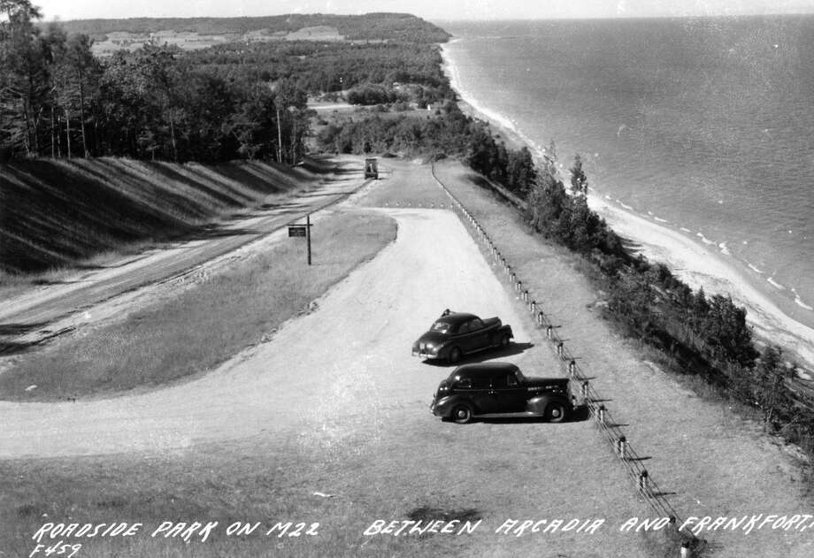 A view of the Roadside Park between Arcadia and Frankfort, today's Arcadia Overlook. (Manistee County Historical Museum photo)