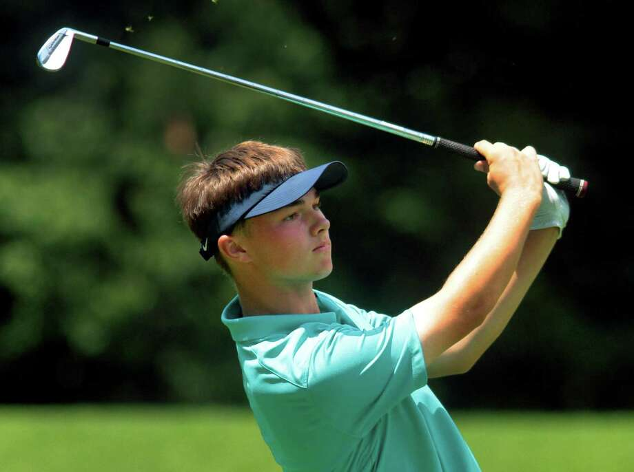Hamden Hall Country Day senior Jackson Roman has verbally committed to play golf at Loyola (Md.) in the fall of 2021. Photo: Christian Abraham / Hearst Connecticut Media / Connecticut Post