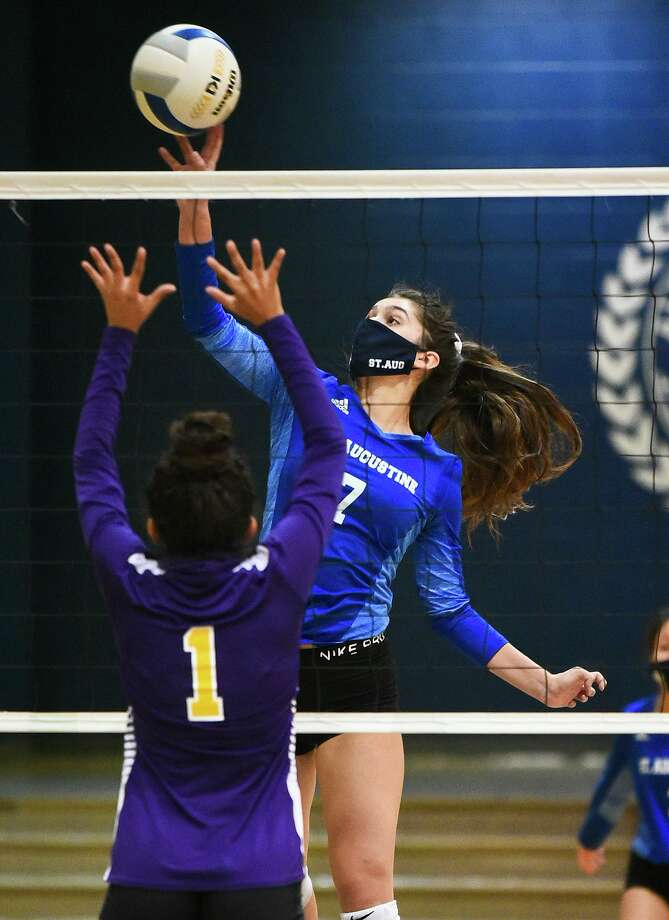 Taylor Meurer and the Lady Knights were swept by Victoria St. Joseph on Saturday. Photo: Danny Zaragoza /Laredo Morning Times