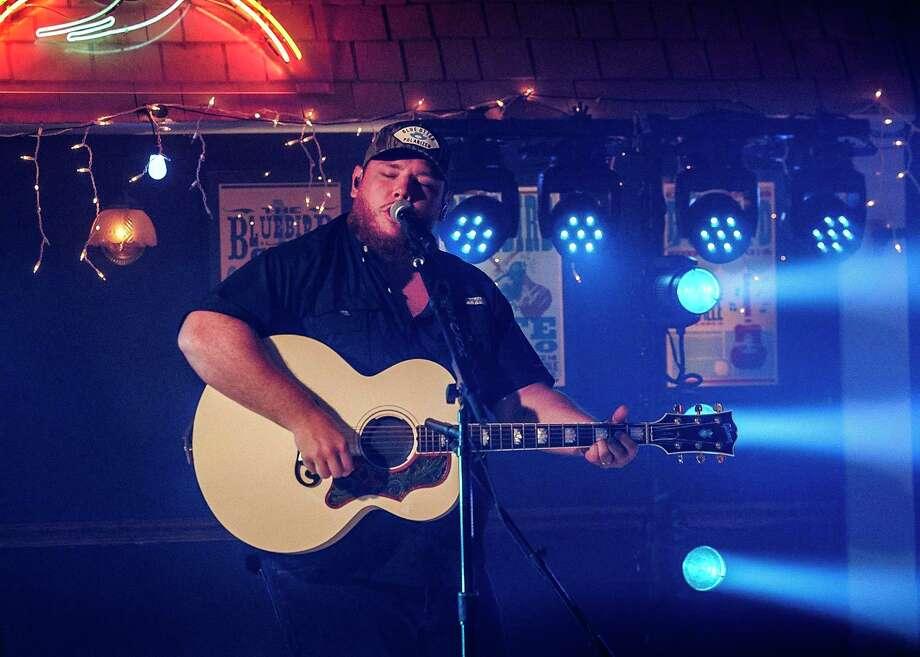 Luke Combs performs at the ACM Awards. Photo: Jon Morgan/CBS / ©2020 CBS Broadcasting Inc.