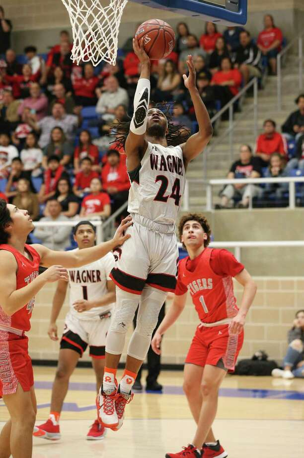 Journee Phillips has impressed coaches early on in his first season at TAMIU despite practice activities being limited due to the COVID-19 pandemic. Photo: Kin Man Hui /San Antonio Express-News File / **MANDATORY CREDIT FOR PHOTOGRAPHER AND SAN ANTONIO EXPRESS-NEWS/NO SALES/MAGS OUT/ TV OUT