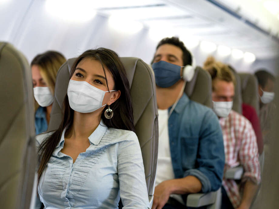 A new study concludes that 100% use of masks by passengers can cut COVID risk to less than 1%. Photo: Hispanolistic/Getty Images / Hasselblad X1D
