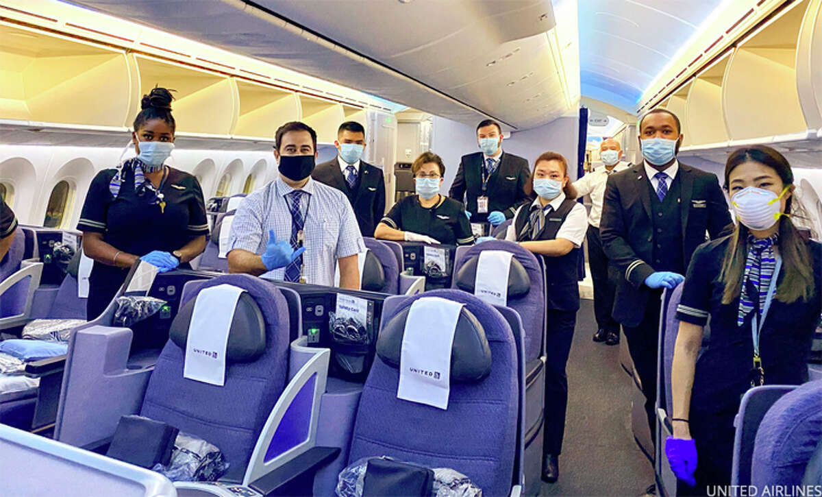 A United flight crew masked up for duty.