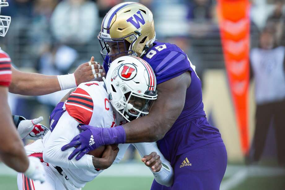SEATTLE, WA - NOVEMBER 02: Utah Utes quarterback Tyler Huntley (1) runs into Washington Huskies defensive lineman Levi Onwuzurike (95) during the first half of a game between the Washington Huskies and the Utah Utes on Saturday, November 2, 2019 at Husky Stadium in Seattle, WA. (Photo by Christopher Mast/Icon Sportswire via Getty Images) Photo: Icon Sportswire/Icon Sportswire Via Getty Images / ©Icon Sportswire (A Division of XML Team Solutions) All Rights Reserved