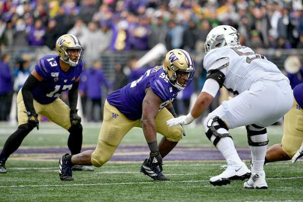 SEATTLE, WASHINGTON - OCTOBER 19: Levi Onwuzurike #95 of the Washington Huskies gets off the ball during the game against the Oregon Ducks at Husky Stadium on October 19, 2019 in Seattle, Washington. (Photo by Alika Jenner/Getty Images)