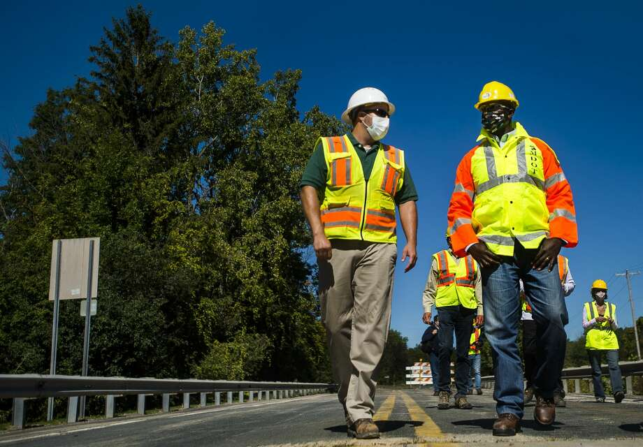 Shaun Bates, a construction engineer for MDOT, left, gives a tour to MDOT Director Paul Ajegba, right, of the newly rebuilt M-30 bridge over the Tittabawassee River in Edenville Thursday, Sept. 17, 2020. (Katy Kildee/kkildee@mdn.net) Photo: (Katy Kildee/kkildee@mdn.net)