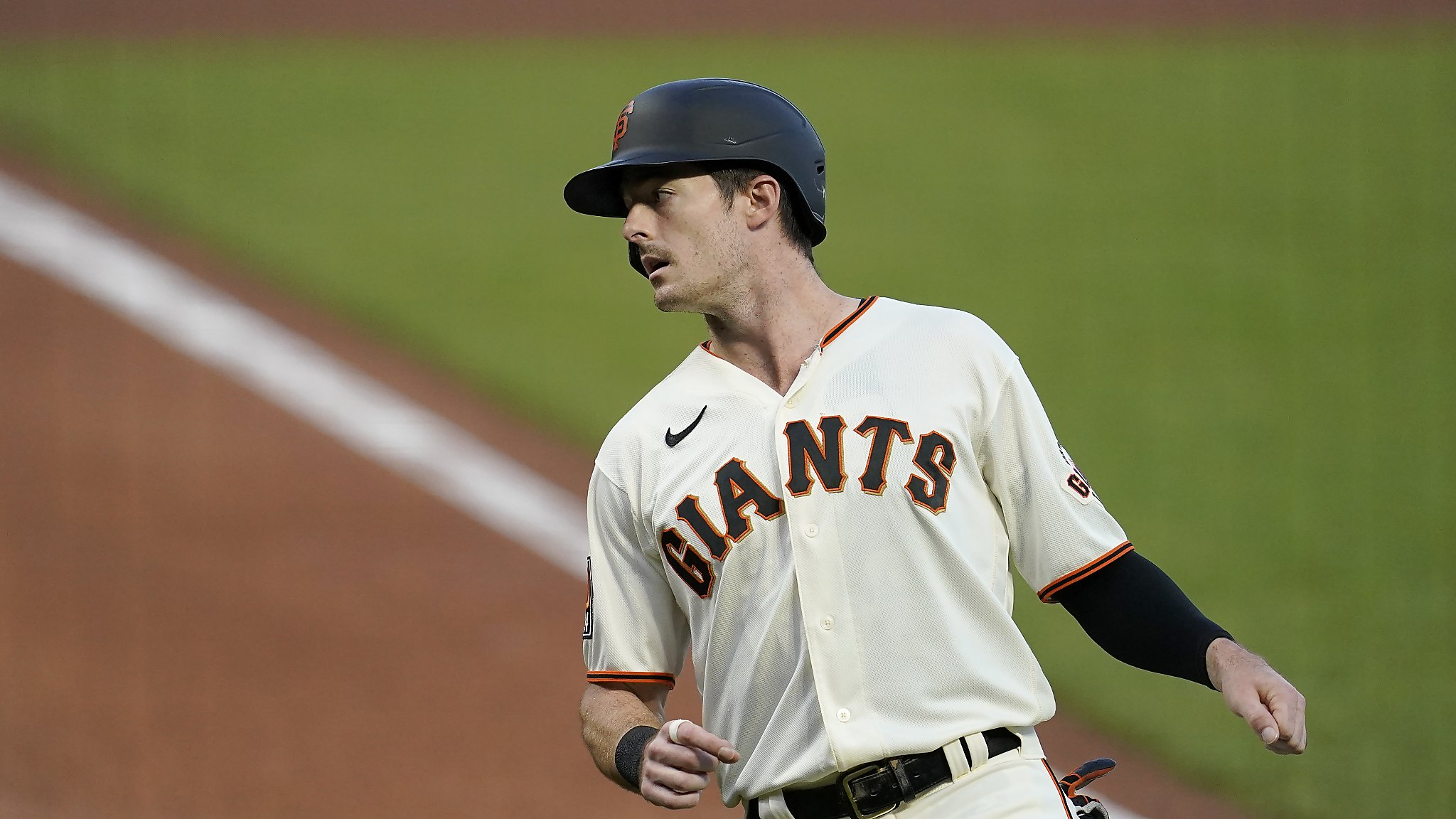 Giants' Yastrzemski leaves game against Mariners in second inning