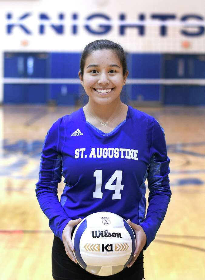 Mia-Rose Flores had 57 assists in St. Augustine's 3-2 win over Carrizo Springs in the season opener. Photo: Cuate Santos / Laredo Morning Times / Laredo Morning Times