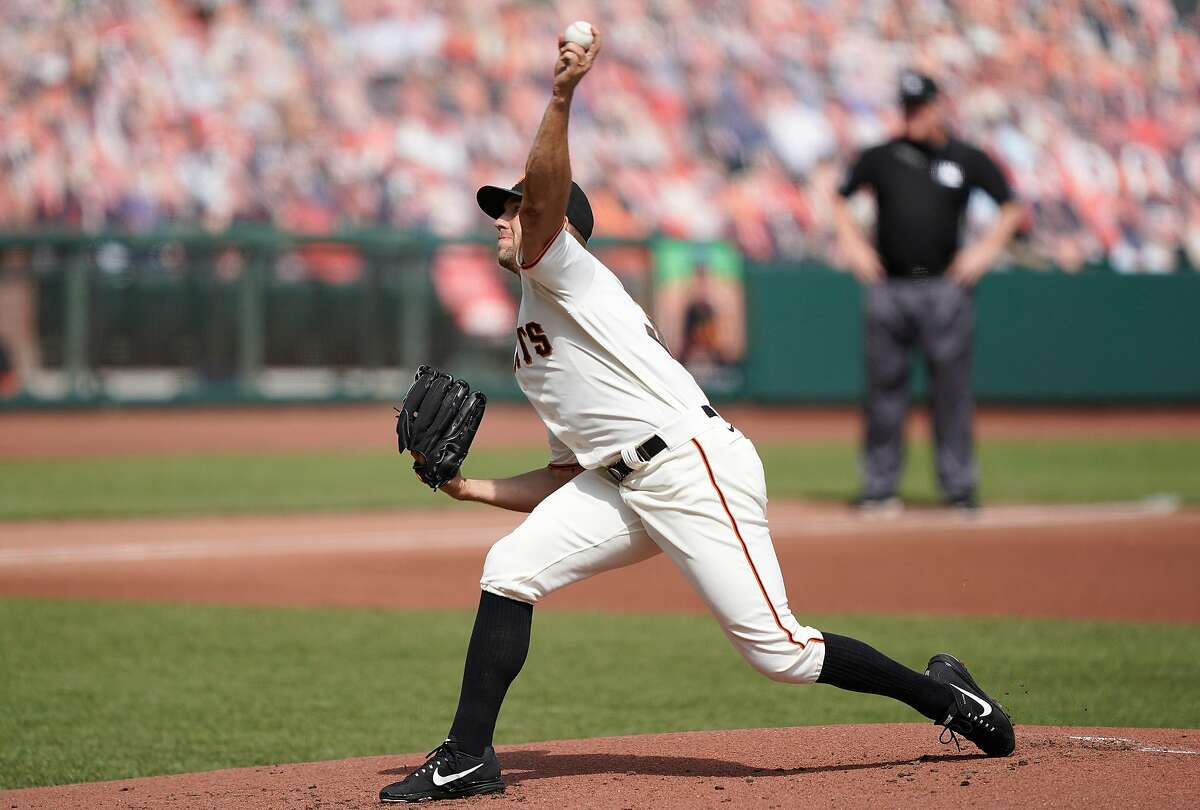 Tyler Anderson #31 of the San Francisco Giants pitches against the Seattle Mariners in the bottom of the first inning at Oracle Park on September 17, 2020 in San Francisco, California.