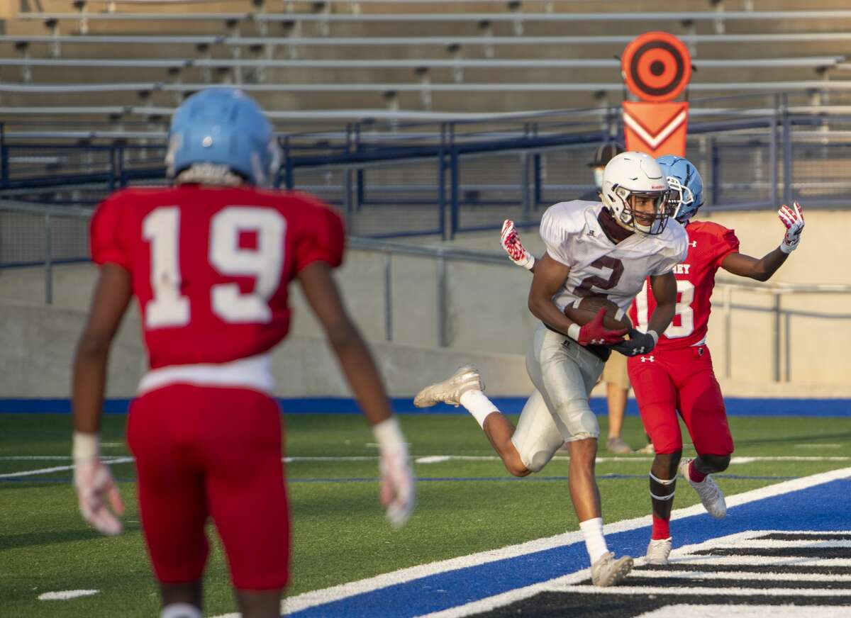 Midland Lee's Christian Romero (2) scores a touchdown Thursday, Sept. 17, 2020 at Grande Communications Stadium.