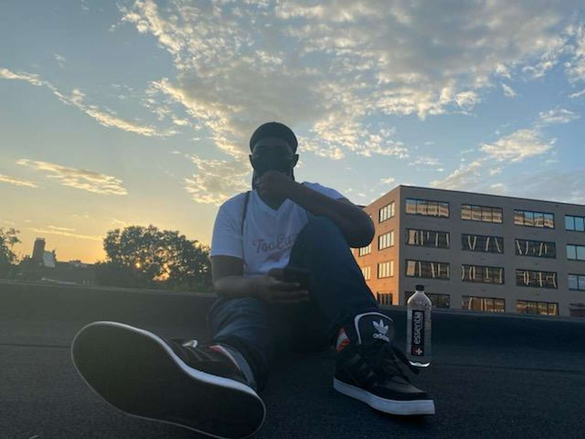 ZaniefWashington loves to look at sunsets when he goes on long walks around the city. He often posts photos of sunsets on hisInstagrampage.