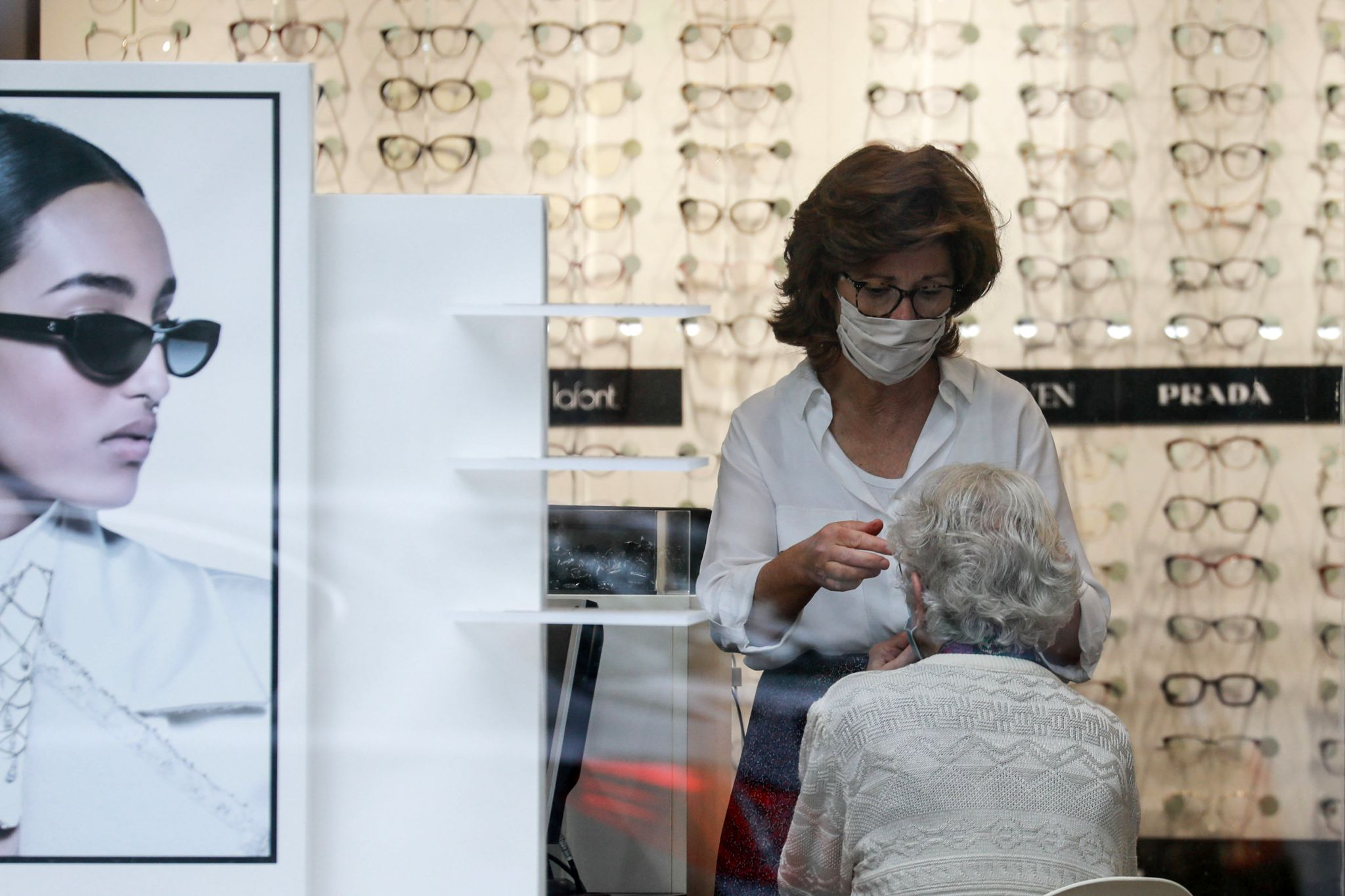 Could wearing eyeglasses lower your risk of catching COVID-19? One study says yes