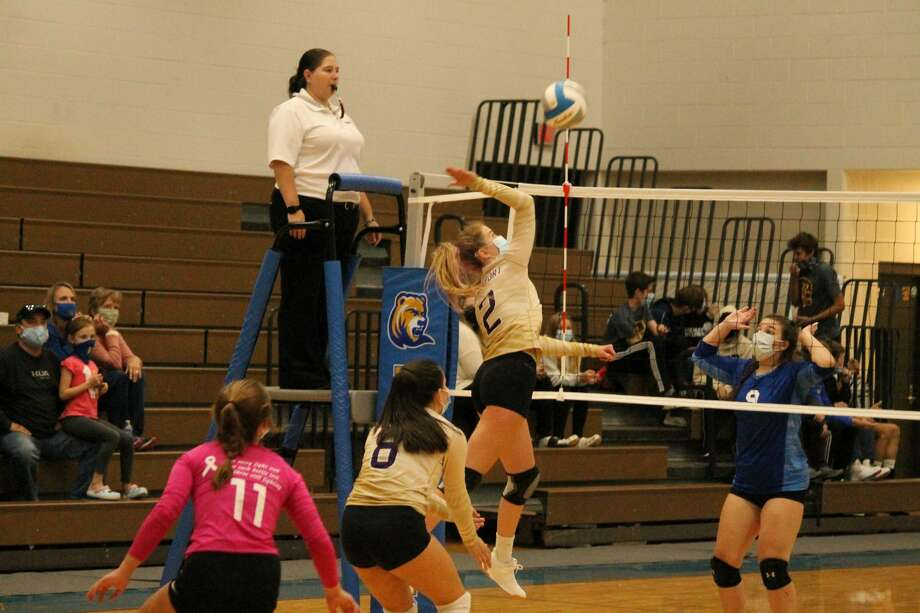 Frankfort's varsity volleyball team defeats Buckley 3 sets to 0 on Sept. 17. Photo: Robert Myers