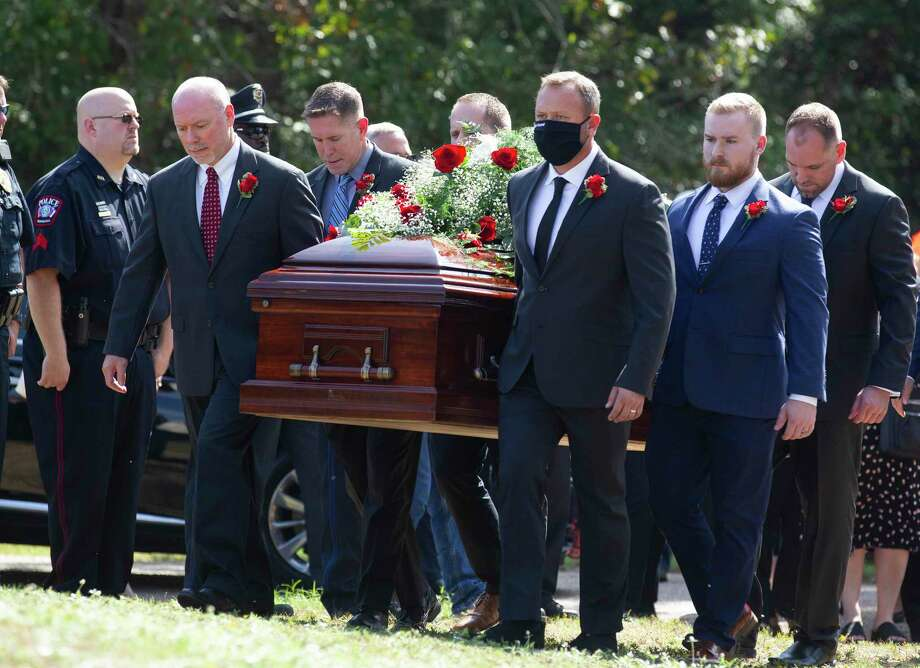The casket of Conroe Mayor Toby Powell is carries past members of the Conroe Police Department at Garden Park Cemetery, Friday, Sept. 18, 2020, in Conroe. Photo: Jason Fochtman, Houston Chronicle / Staff Photographer / 2020 © Houston Chronicle