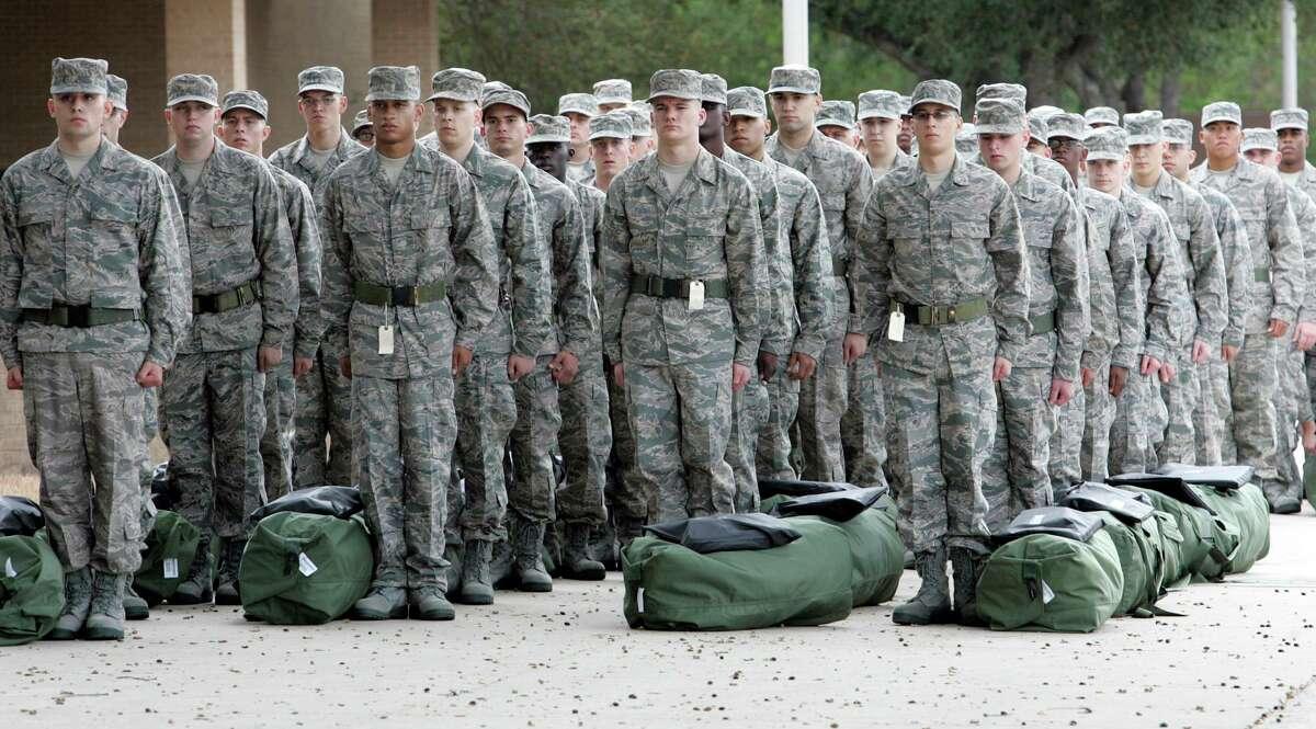 Lackland Air Force Base recruits in San Antonio (AP Photo/San Antonio Express-News, Delcia Lopez) **MAGS OUT. NO SALES. SAN ANTONIO OUT**