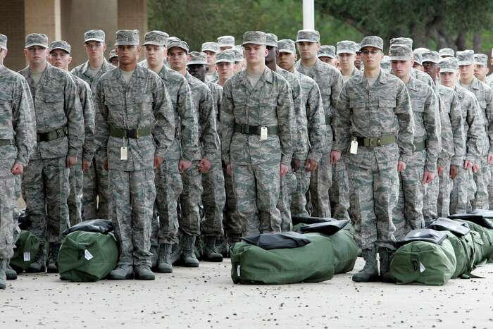 Lackland Air Force Base recruits in San Antonio (AP Photo/San Antonio Express-News, Delcia Lopez) **MAGS OUT. NO SALES. SAN ANTONIO OUT**