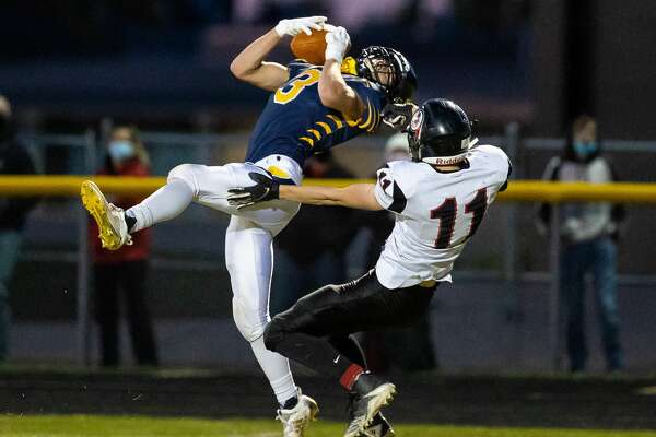 The Bad Axe varsity football team opened the 2020 season with a 36-6 home loss to the Sandusky Redskins on Friday night.