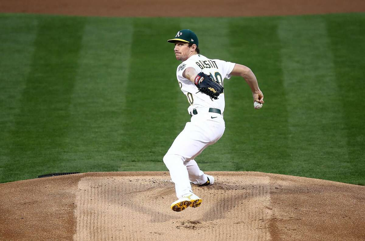 OAKLAND, CALIFORNIA - SEPTEMBER 18: Chris Bassitt #40 of the Oakland Athletics pitches against the San Francisco Giants in the first inning at RingCentral Coliseum on September 18, 2020 in Oakland, California. (Photo by Ezra Shaw/Getty Images)