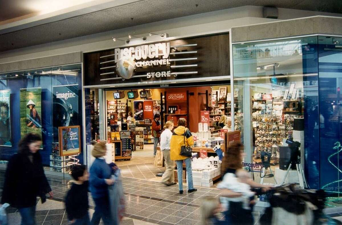26) Discovery Channel Store: It has been 13 years since Discovery closed its then 103 retail stores-and I mourn it everyday, tbh. Discovery Channel Store offered so much that it was sensory overload every time you walked in. You could spend hours in there and still not see everything, which made it perfect.
