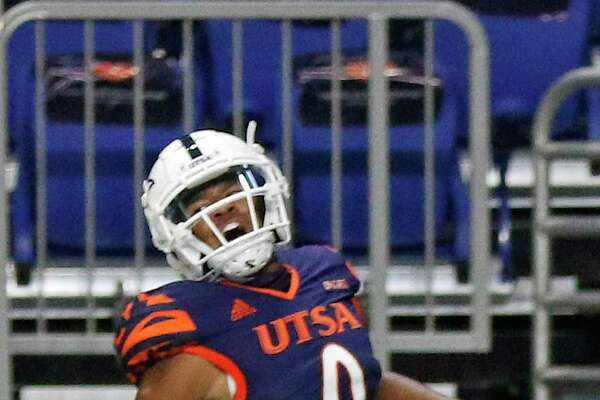 UTSA QB Frank Harris celebrates his first quarter TD. SFA v UTSA at the Alamodome on Saturday, September 19, 2020. UTSA 17- SFA 7 halftime score.