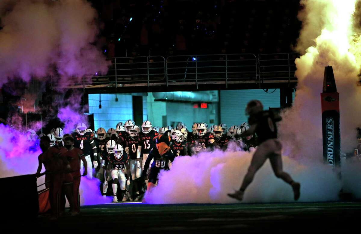 UTSA enters the field to start their first home game. SFA v UTSA at the Alamodome on Saturday, September 19, 2020.