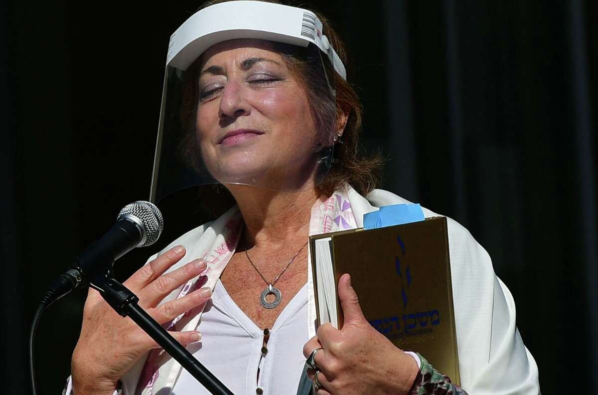 Temple B'Nai Chaim Cantor Harriet Dunkerley leads Rosh Hashana services Saturday.