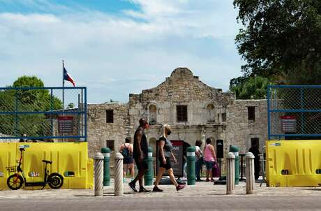 The Alamo grounds and church are now open for visitors, after being temporarily closed. People enjoy themselves on Thursday, Sept. 17, 2020.