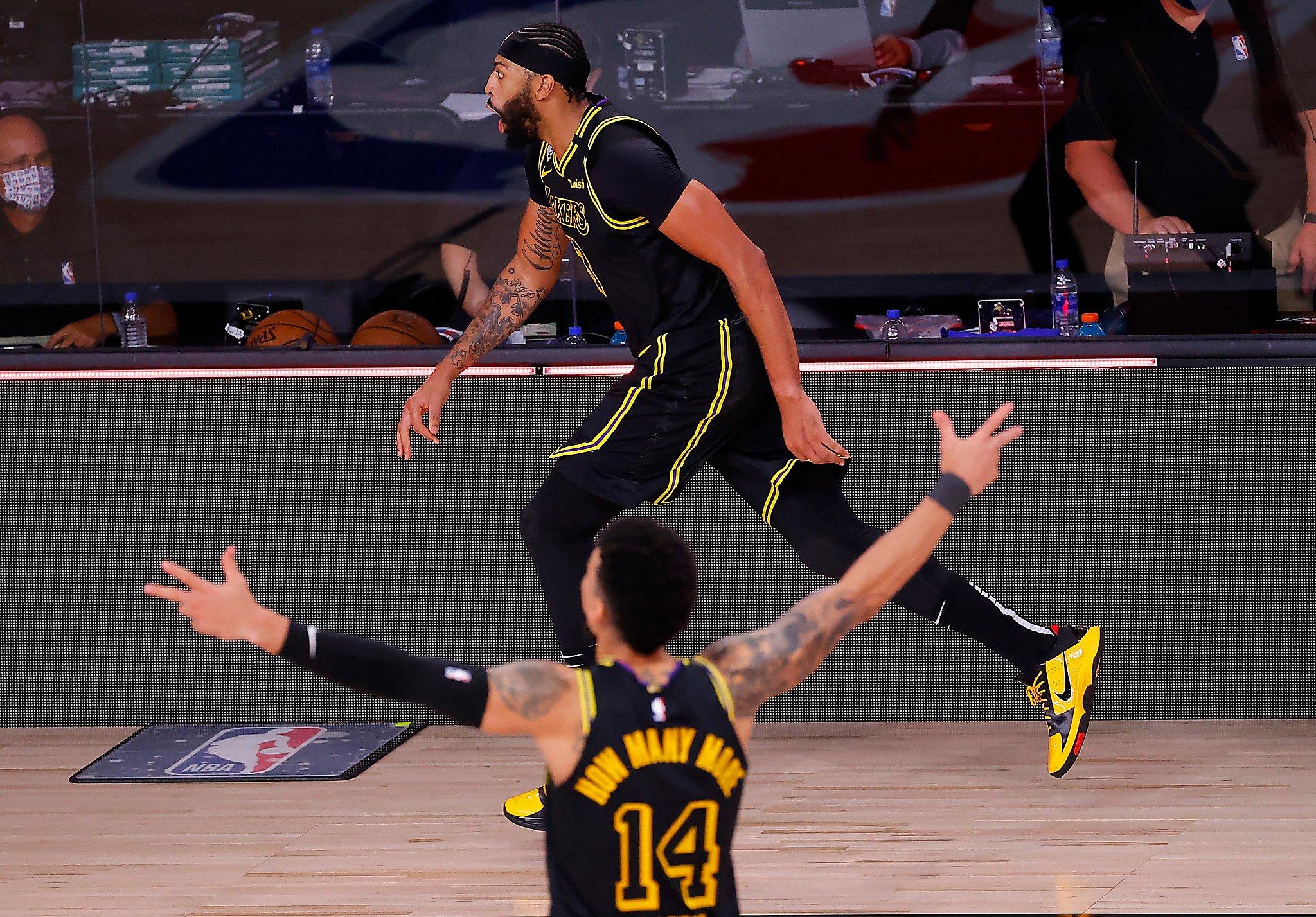 【影片】一眉哥絕殺,全隊瘋狂慶祝,有誰注意到了Rondo?不愧是見過大場面的神控!-黑特籃球-NBA新聞影音圖片分享社區