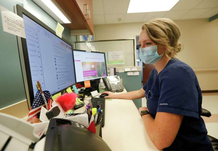 Jessica Miller is part of CHI St. Luke's The Woodlands Hospital's new nurse navigator program, which helps breast cancer patients navigate their treatment after being diagnosed. Photo: Jason Fochtman, Houston Chronicle / Staff Photographer / 2020 © Houston Chronicle