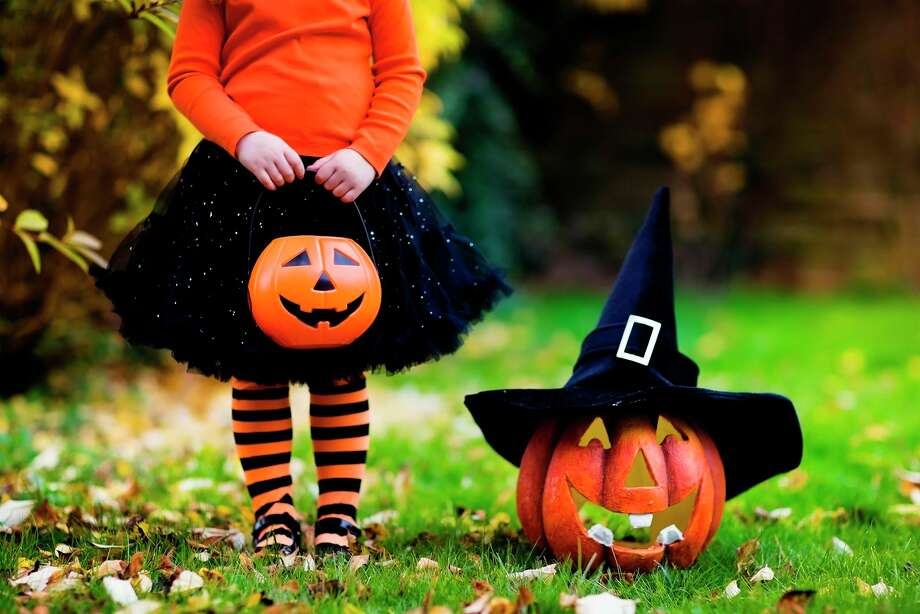 """Los Angeles County's Department of Public Health has already put the kibosh on Halloween traditions such as haunted houses and parties and recommends people avoid door-to-door trick-or-treating or even """"trunk-or-treating,"""" by which children collect treats walking from car to car at gatherings in school or church parking lots. (Dreamstime/TNS) / Dreamstime"""