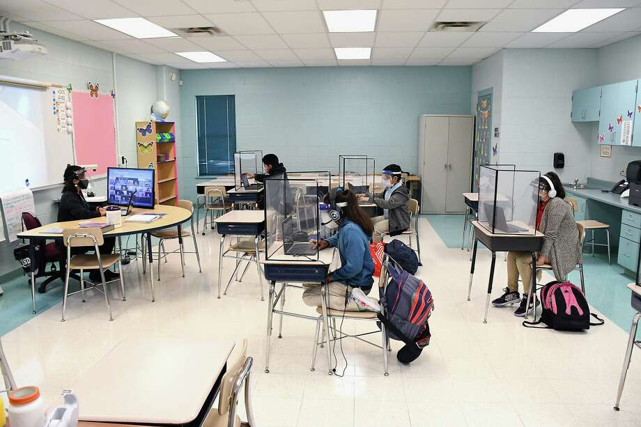Laredo ISD students in third, fourth, fifth, sixth, and ninth grades, and all Special Education Self-Contained were allowed to participate in in-person classroom learning Monday, September 21, 2020. Photo: Cuate Santos / Laredo Morning Times