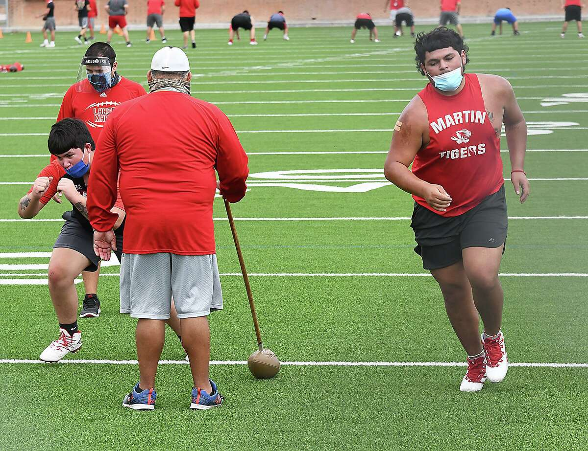 The Martin Tigers and the rest of the public schools in Laredo opened football practice on Monday.