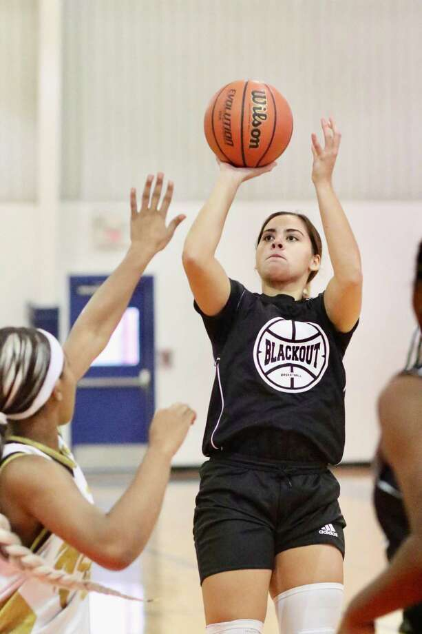 Evelyn Quiroz averaged 13 points, 5 rebounds, 2.5 assists and 2.6 steals per game last season. Photo: Clara Sandoval /Laredo Morning Times