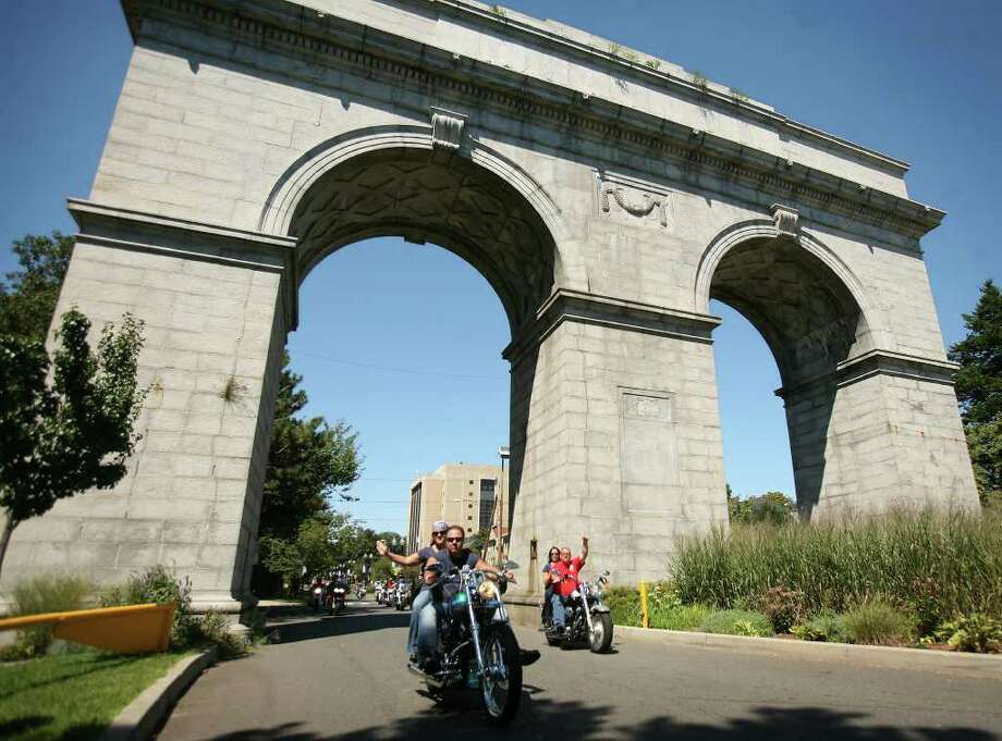The 10th annual CT United Ride makes its way under the arch into Seaside Park in Bridgeport on Sunday, August 29, 2010. Photo: Brian A. Pounds / Connecticut Post