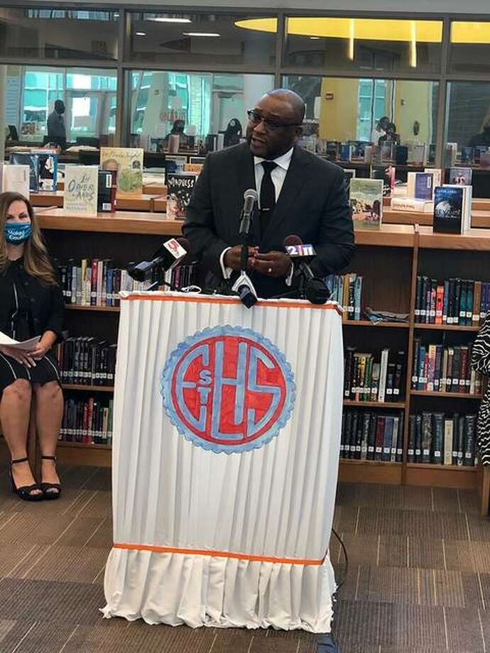State Sen. Christopher Belt (D-Centreville) joined area lawmakers at East St. Louis Senior High School on Wednesday to urge residents from Madison and St. Clair counties to complete their census forms before the Sept. 30 deadline. Photo: For The Intelligencer