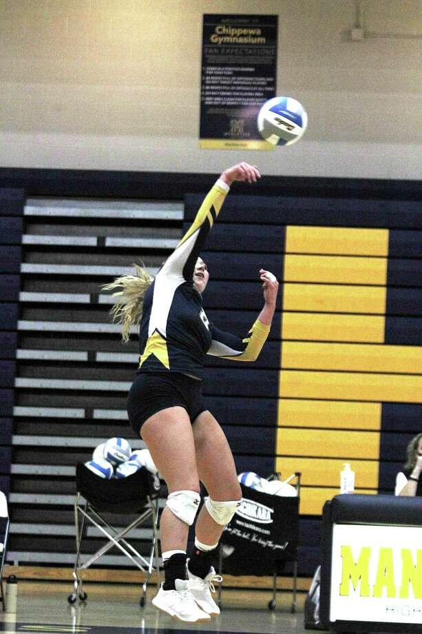 The Manistee girls volleyball team fell to Muskegon Catholic Central at home on Tuesday. (Dylan Savela/News Advocate)