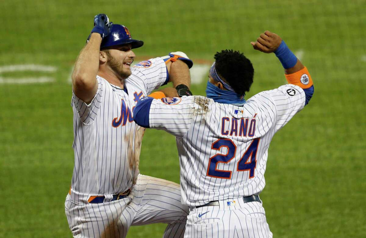 NEW YORK, NEW YORK - SEPTEMBER 22: Pete Alonso #20 of the New York Mets celebrates his fourth inning home run against the Tampa Bay Rays with teammate Robinson Cano #24 at Citi Field on September 22, 2020 in New York City. (Photo by Jim McIsaac/Getty Images)