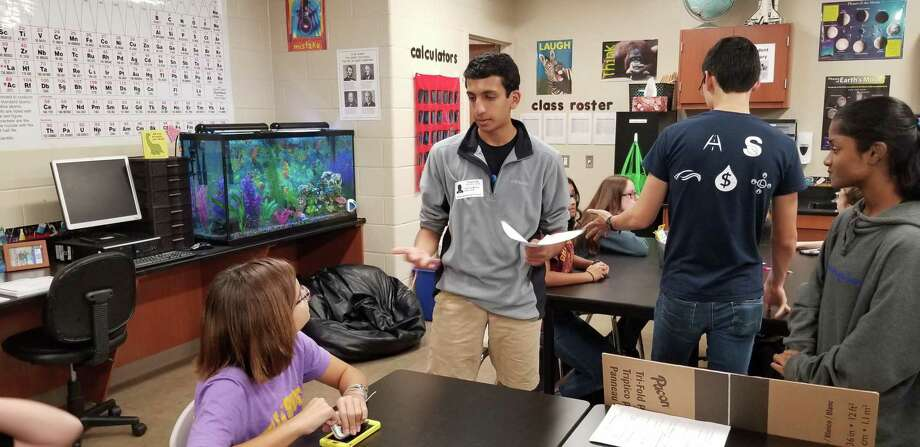 Teach 2 Learn, a student-led group in Conroe ISD, was created to give younger students opportunities to explore their passions. Pictured, College Park High School senior and current vice president of T2L, Ashton Mehta, works with younger students during a workshop at Knox Junior High. Because of the COVID-19 pandemic, Teach 2 Learn has moved all of their workshops online. Photo: Provided