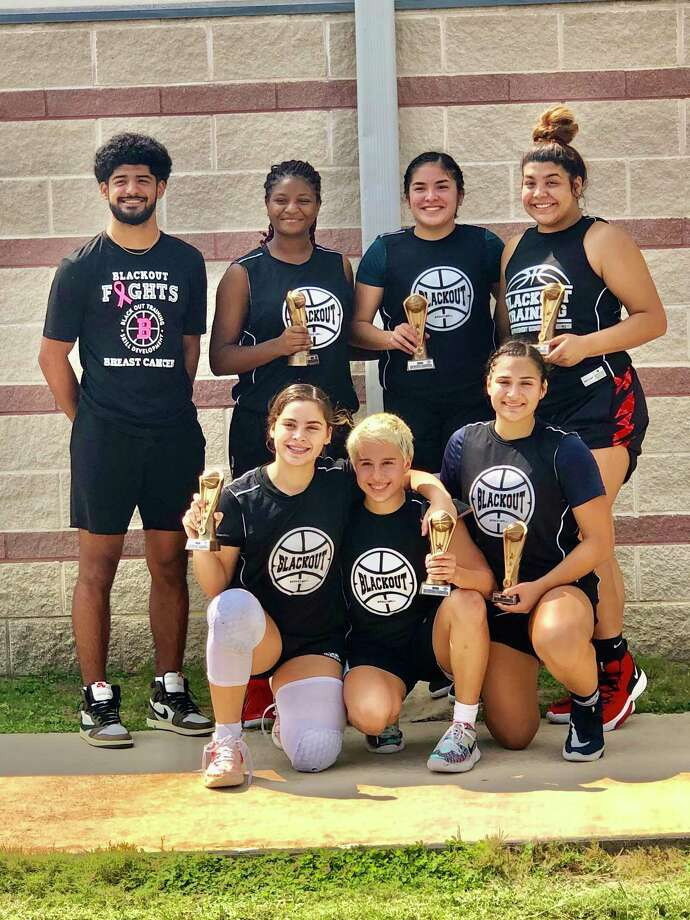 Blackout went 3-0 over the weekend to win the September Showcase Basketball Tournament in San Antonio. Pictured in the back row are coach Matthew Duron, Genesis De La Cruz, Sophia Villalobos and Melanie Duron, and in the front are Evelyn Quiroz, Dezerae De La Garza and Kayla Herrera. Photo: Clara Sandoval /Laredo Morning Times
