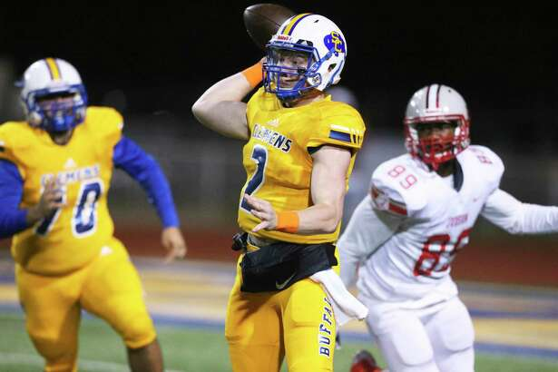 Max DiDomenico spots a receiver for the Buffaloes as Clemens hosts Judson at Lehnhoff Stadium on Nov. 8, 2019.