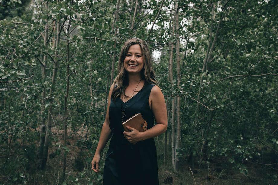Meredith Richmond est célébrante de mariage à Lake Tahoe. Elle dit que cet été a été exceptionnellement occupé avec des couples en fuite. Photo: Holly Shankland