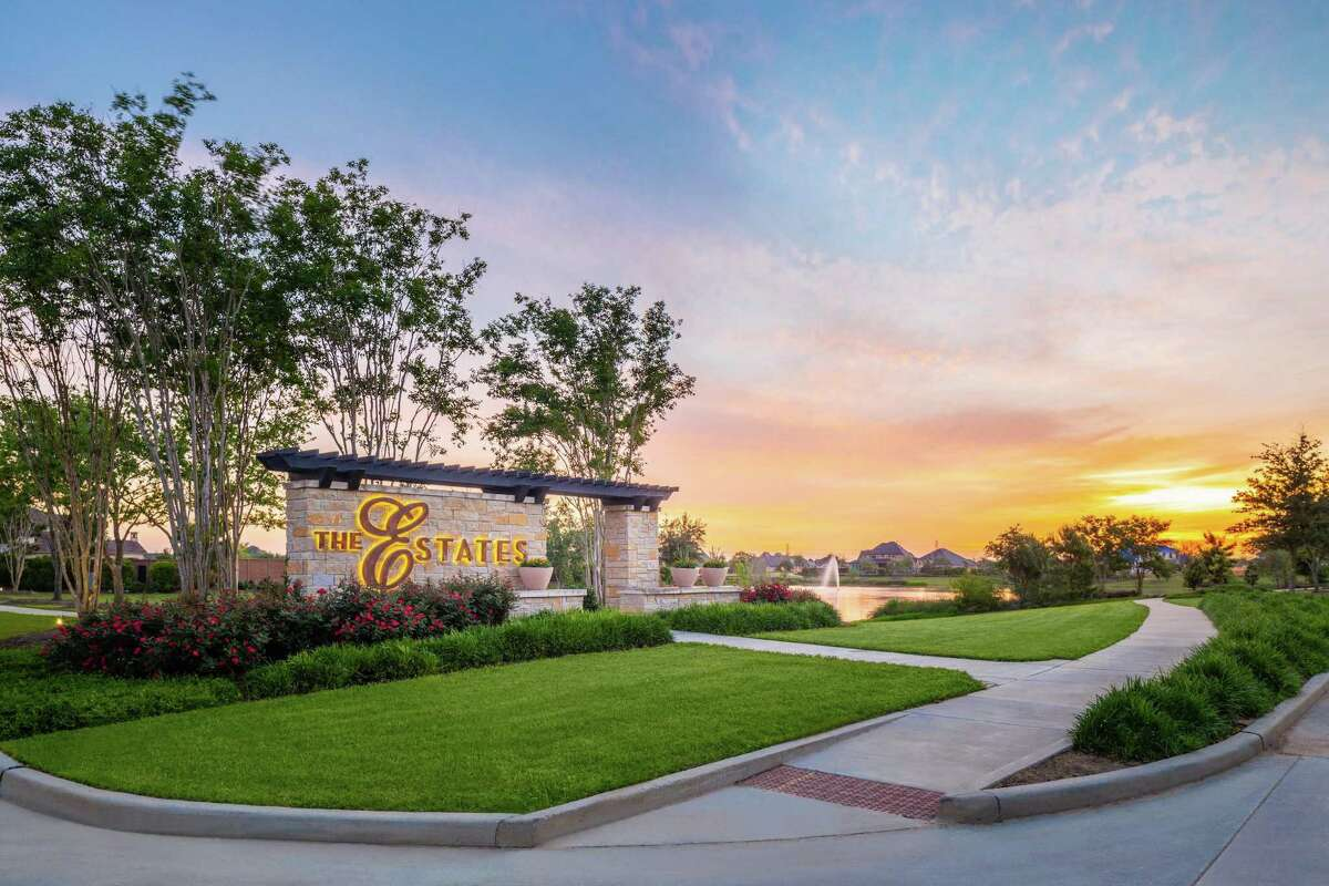 The Estates at Cane Island offers acreage homesites where lot owners can build now or later, to allow for maximum flexibility.