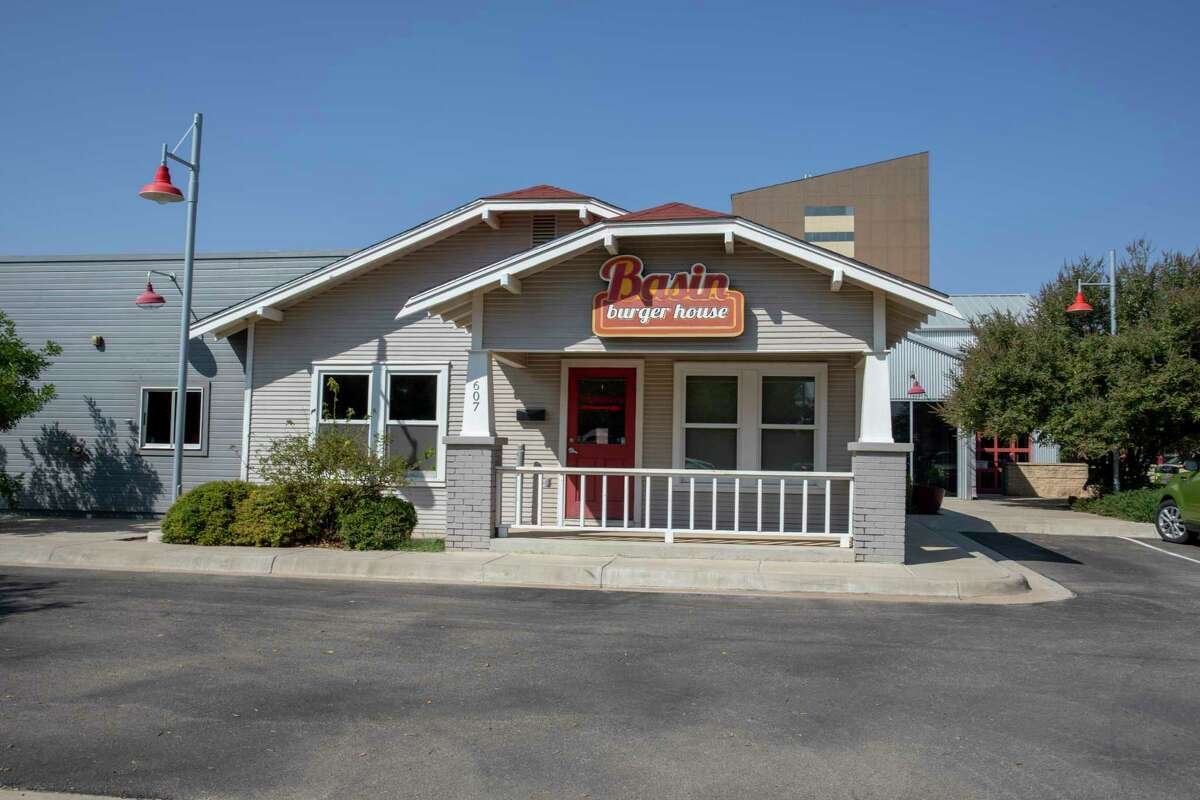 Basin Burger House has a for sale sign posted Thursday, Sept. 24, 2020 at 607 North Colorado Street. Jacy Lewis/Reporter-Telegram