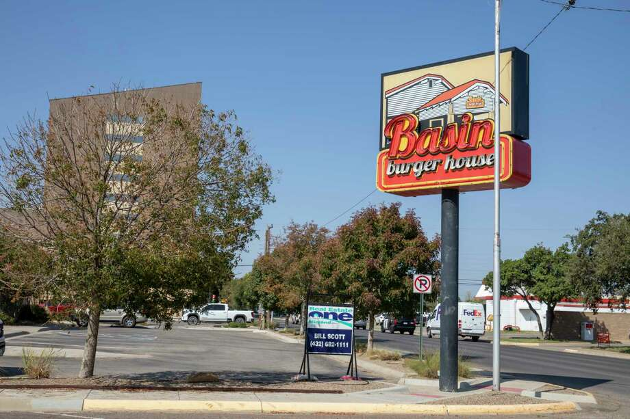 Basin Burger House has a for sale sign posted Thursday, Sept. 24, 2020 at 607 North Colorado Street.   Jacy Lewis/Reporter-Telegram Photo: Jacy Lewis/Reporter-Telegram / MRT