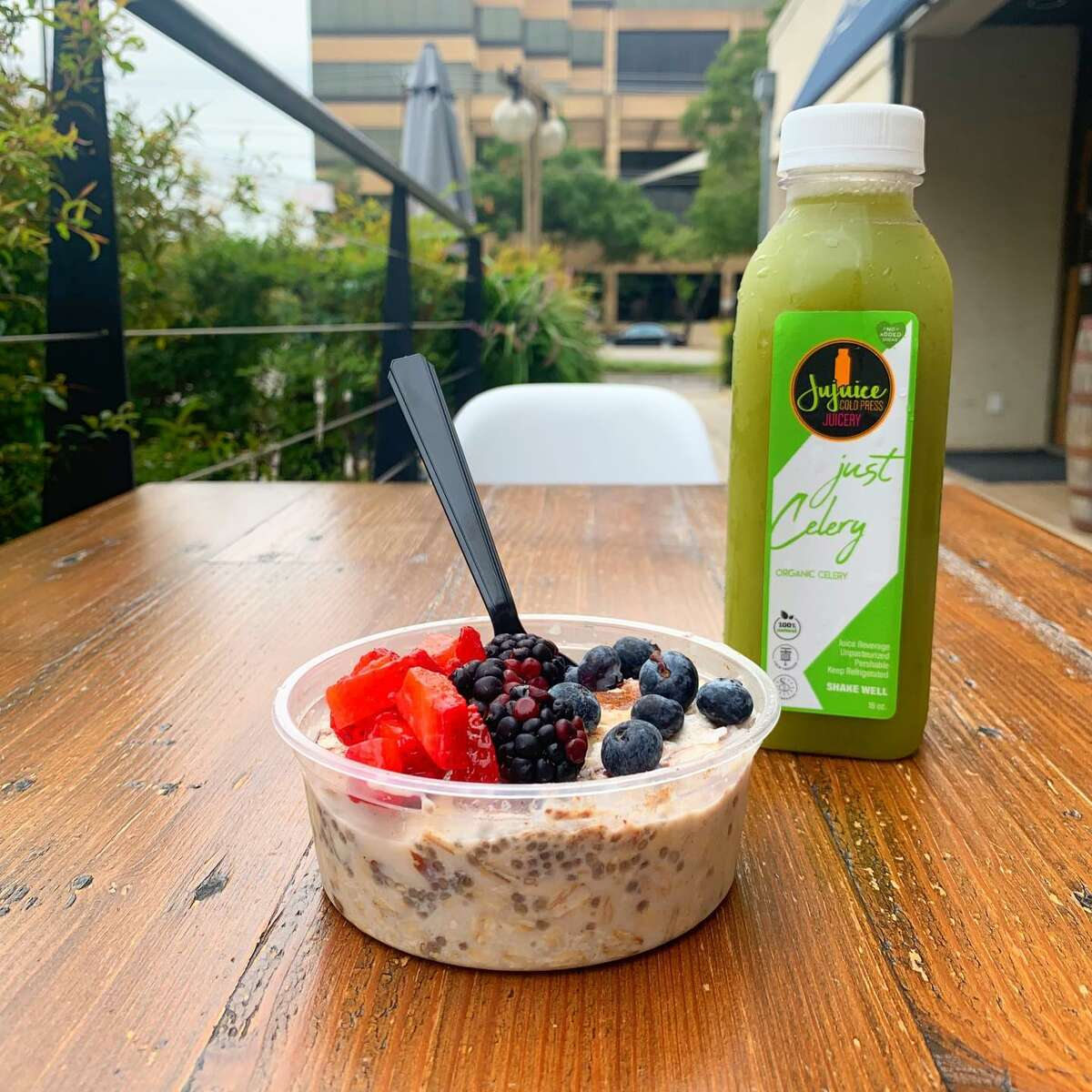 Jujuice Cold Press Juicery offers raw cold-pressed juices, superfood smoothies and acai bowls, as well as overnight oats, chia pudding and ginger shots.