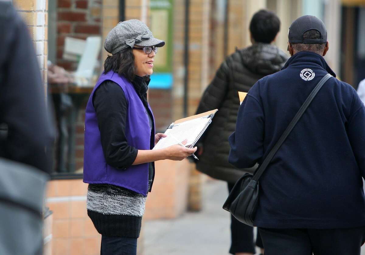 Beverly Bailey asks passersby in Oakland to sign a petition for a ballot initiative in 2012. The public interest group Consumer Watchdog wants to legalize the online collection of such signatures in California.