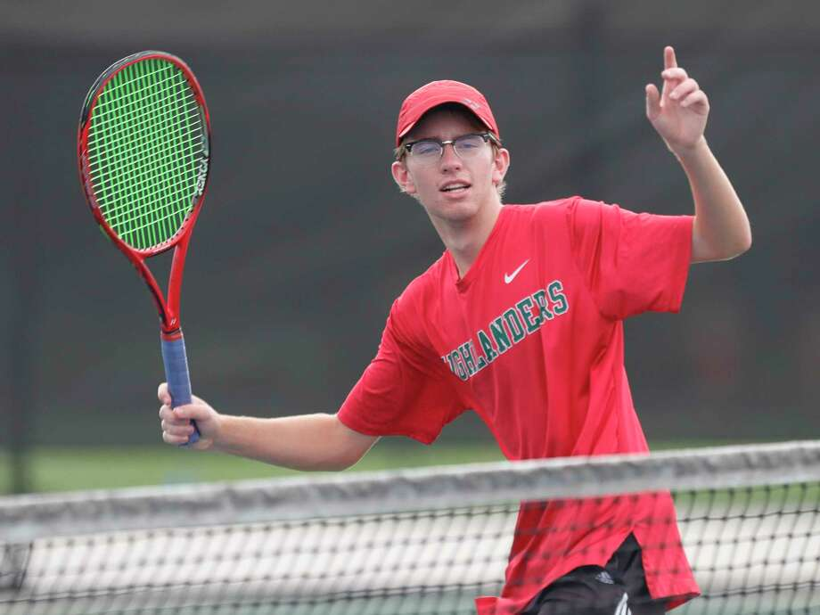 The Woodlands' Ian Skelly warms up before a high school tennis match at Grand Oaks High School, Thursday, Sept. 24, 2020, in Spring. Photo: Jason Fochtman, Houston Chronicle / Staff Photographer / 2020 © Houston Chronicle