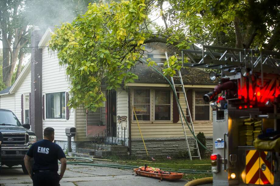 Firefighters with the City of Midland Fire Department respond to a house fire on Mill Street near Grove Thursday, Sept. 24, 2020. (Katy Kildee/kkildee@mdn.net) Photo: (Katy Kildee/kkildee@mdn.net)