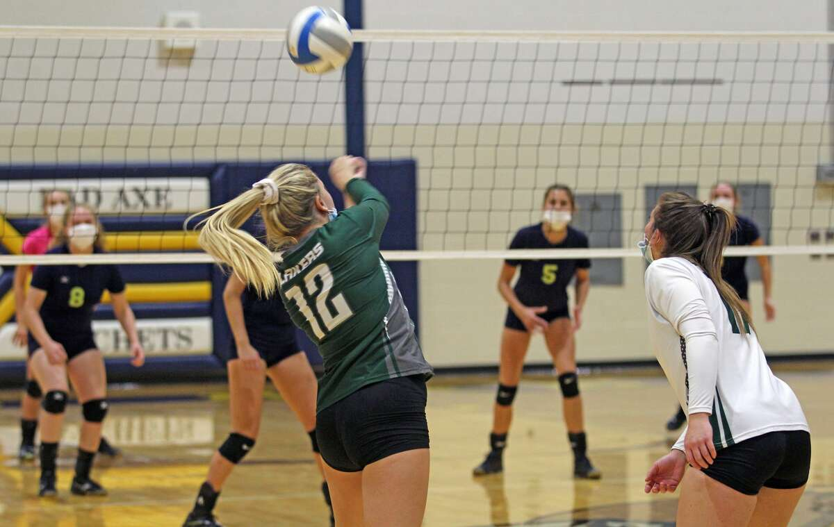 The Bad Axe varsity volleyball team welcomed visiting Laker on Thursday night and picked up a 25-8, 25-22, 25-14 sweep.