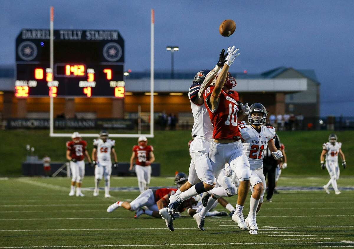 Memorial Mustangs Kyle Siblik (10) misses a pass while under pressure from Seven Lakes Spartans cornerback Logan Johnson (9) during the second quarter of a football game Thursday, Sept. 24 2020, at Darrell Tully Stadium in Houston.